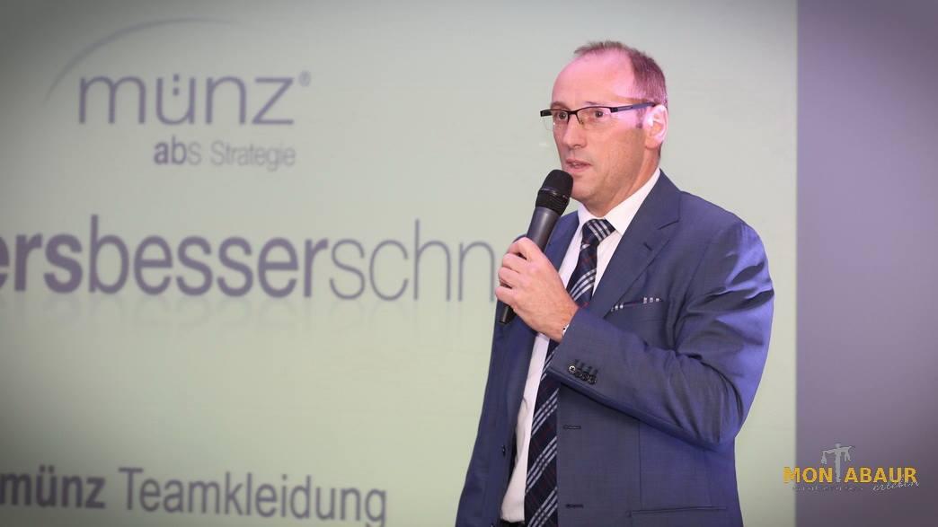 Stratege Bernhard Münz beim Vortrag Unternehmergespräch der VG Montabaur 16.11.2015